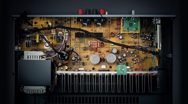 DAC giải mã Burr-Brown 24/192 DAC được trang bị sẵn trong amply YamahaR-N303 không chỉ giúp xử lý dữ liệu nhạc số từ các ứng dụng streaming mà nó còn hỗ trợ giải mã tín hiệu âm thanh số từ nguồn ngoài thông qua các đầu vào Coaxial vàOptical