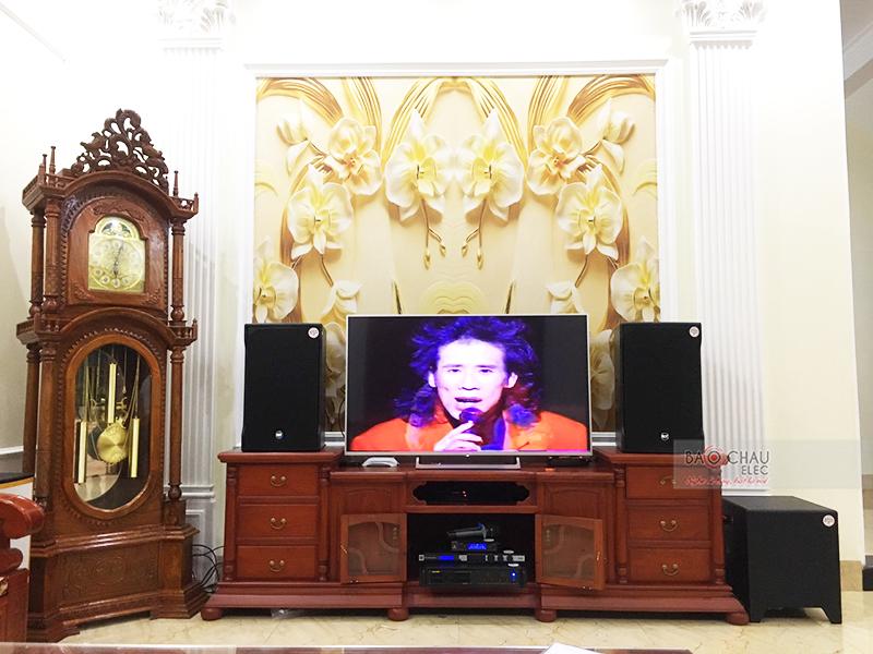 Dàn karaoke gia đình anh Bình