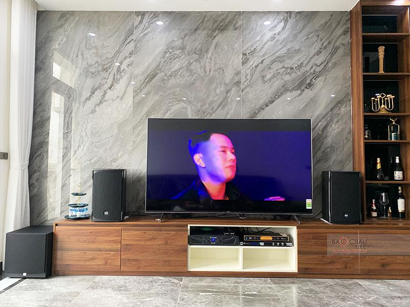 Dàn karaoke gia đình anh Tùng tại Hà Nội