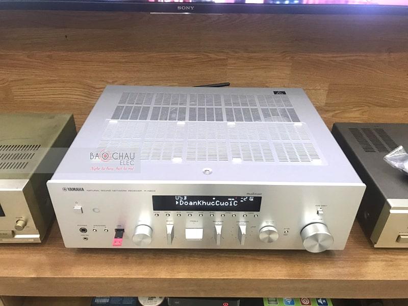 Amply nghe nhạc Yamaha R-N303 được sử dụng trong bộ dàn