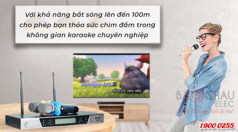 Micro không dây BEC UGX12 Plus Luxury có khả năng thu phát sóng lên tới 100m