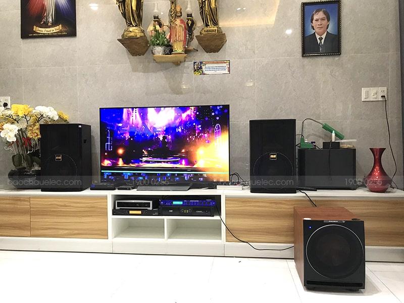 Micro không dây BCE UGX12 Plus Luxury được dùng trong dàn karaoke gia đình cao cấp