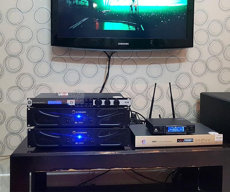 Micro không dây JBL VM300 sử dụng trong dàn karaoke gia đình được cung cấp bởi Bảo Châu Elec