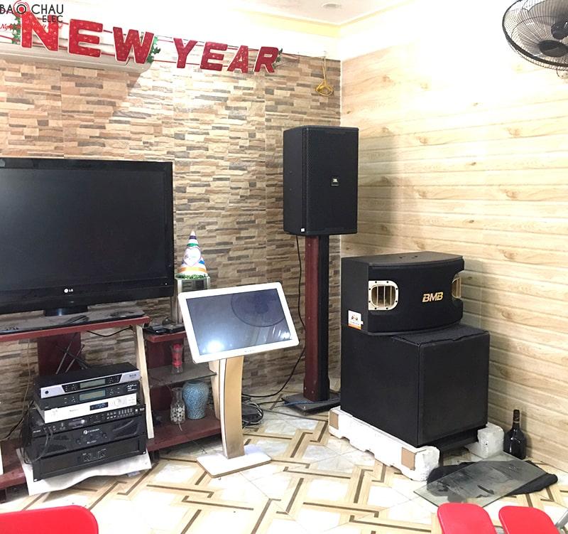 Combo VietKTV HD Plus 3TB + Màn hình 22 sử dụng cho hệ thống âm thanh của quán cafe