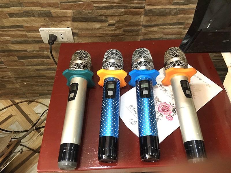 Micro không dây BCE sử dụng cho dàn âm thanh cafe