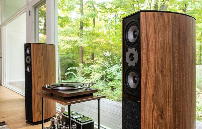 Loa Jamo D590 sở hữu thiết kế sang trọng