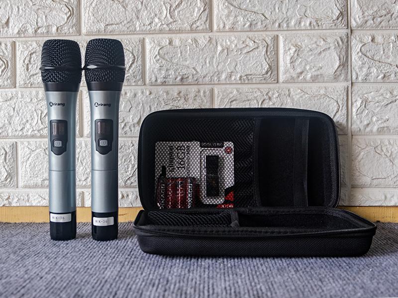 Micro không dây sử dụng pin AA thông thường