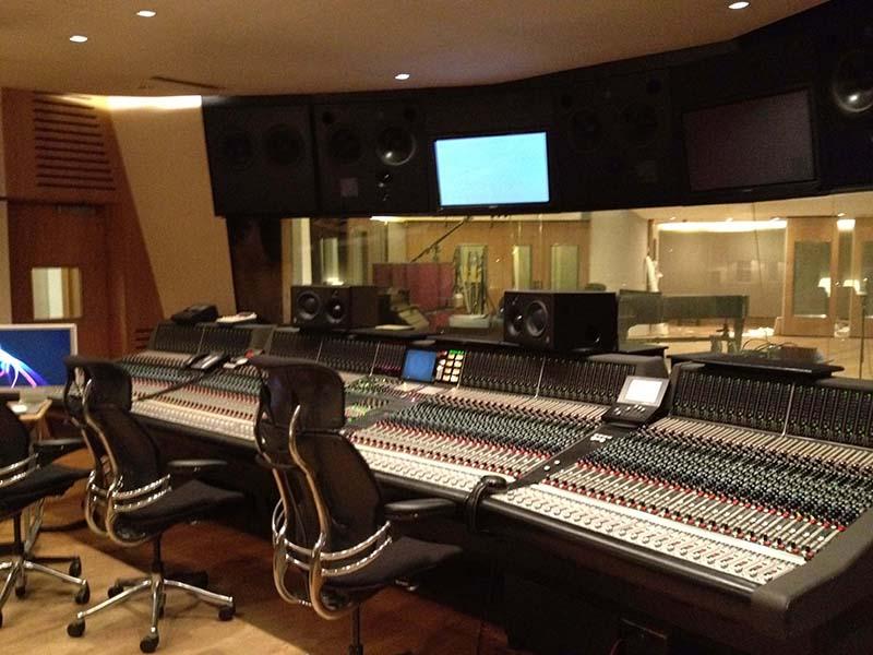 Bàn mixer sử dụng trong hệ thống thu âm