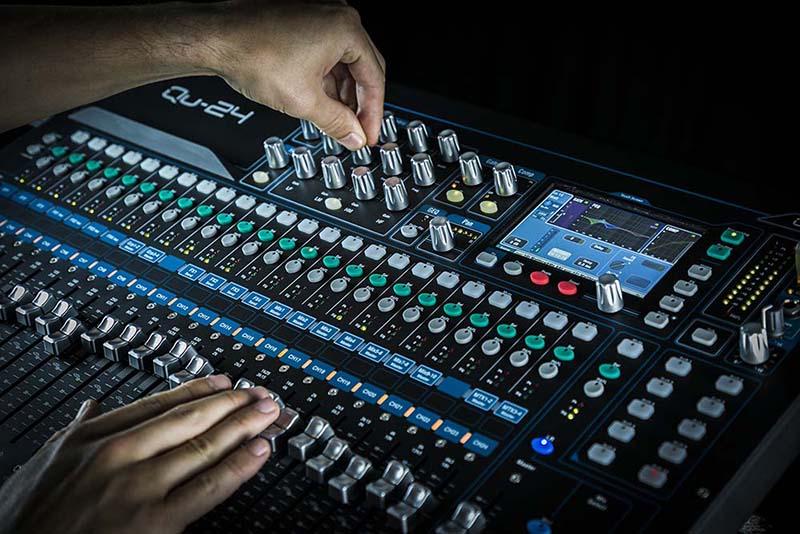 bàn mixer chính hãng