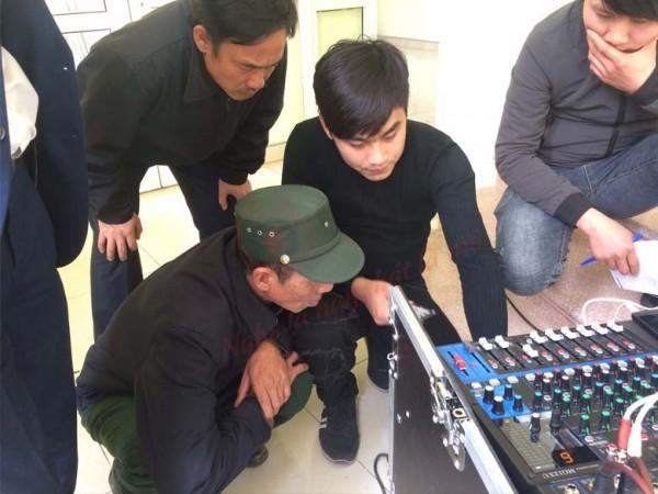 Lắp đặt dàn âm thanh hội trường thôn Lạc Trung