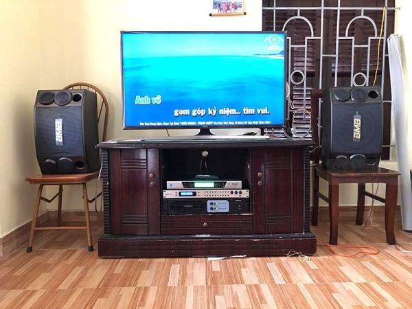 Bộ Dàn Karaoke BMB của gia đình anh Dương ở Vân Canh trị giá 23 triệu đồng ( BMB 880C, Famous 3206, DSP 9000, BCE UGX12)