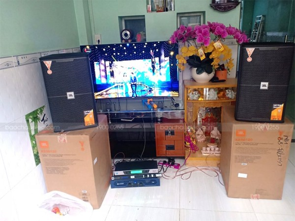 Dàn karaoke JBL của gia đình anh Ngọc ở Quận 8 ( JBL KES 6120, Crown T5, BCE UGX12, JBL KX180)