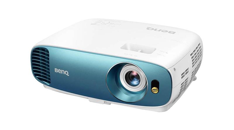 Máy chiếu BenQ TK800M nghiêng trái