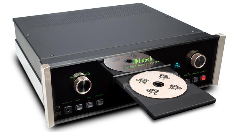 Đầu SACD/CD McIntosh MCD550 nghiêng phải