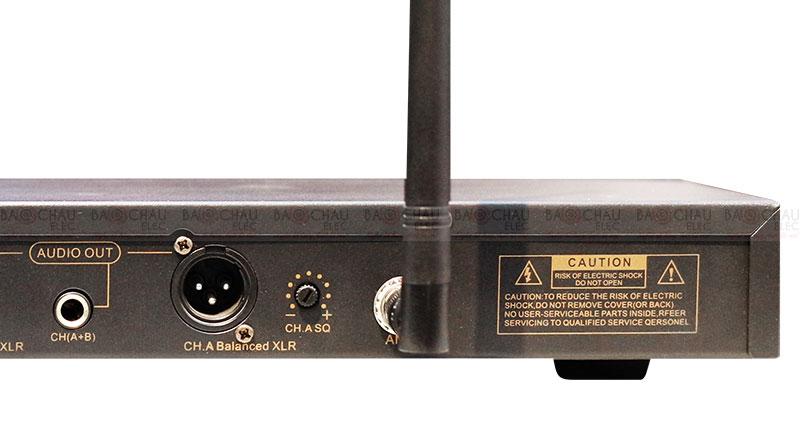 Micro không dây BCE UGX12 Plus đầu thu 8