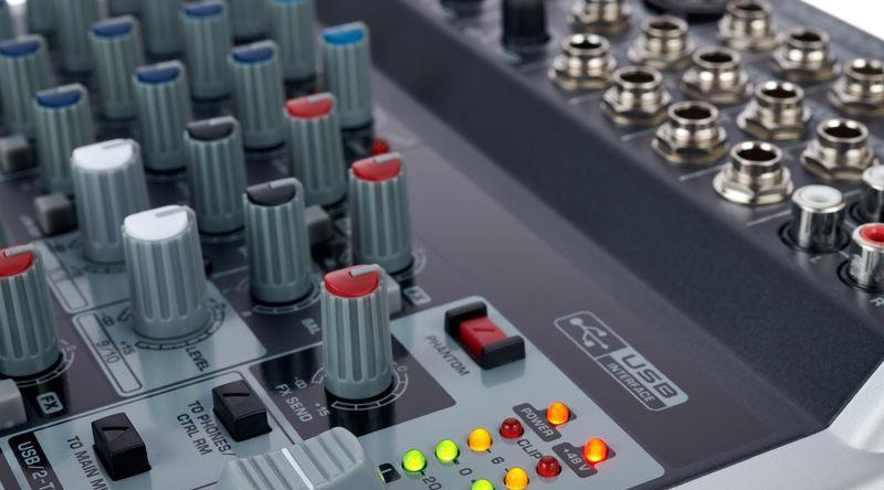 Bàn mixer Behringer Xenyx Q1202USB