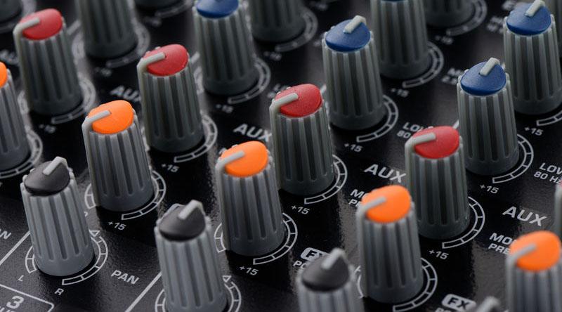 Bàn mixer Behringer Xenyx Q1204USB