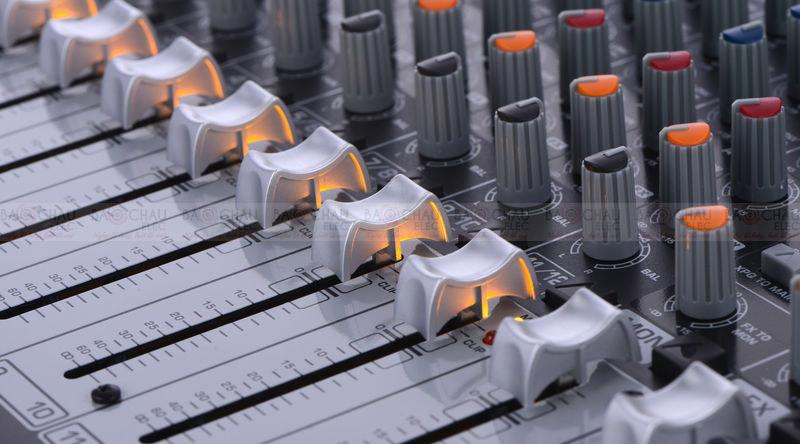Bàn mixer Behringer Xenyx QX1222USB