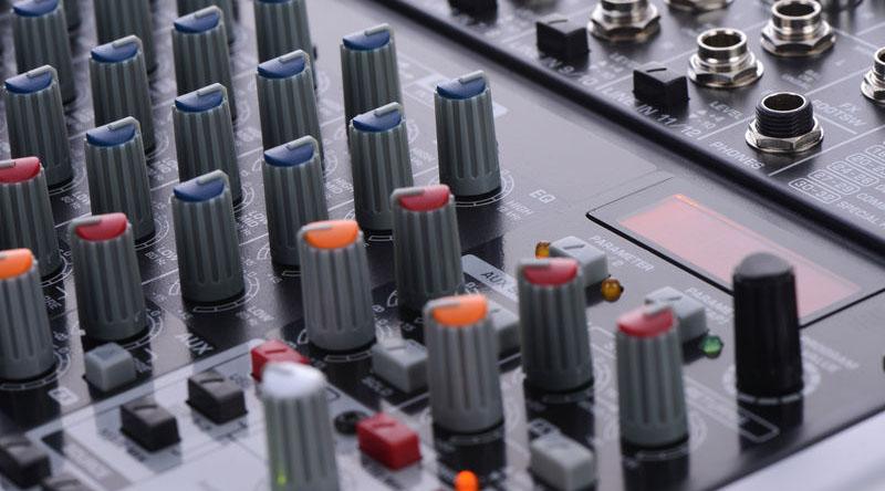 Bàn mixer Behringer Xenyx QX1622USB